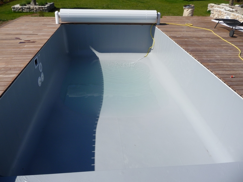 Pose d 39 un liner 75 100 gris clair alkorplan aix en for Tarif pose liner piscine