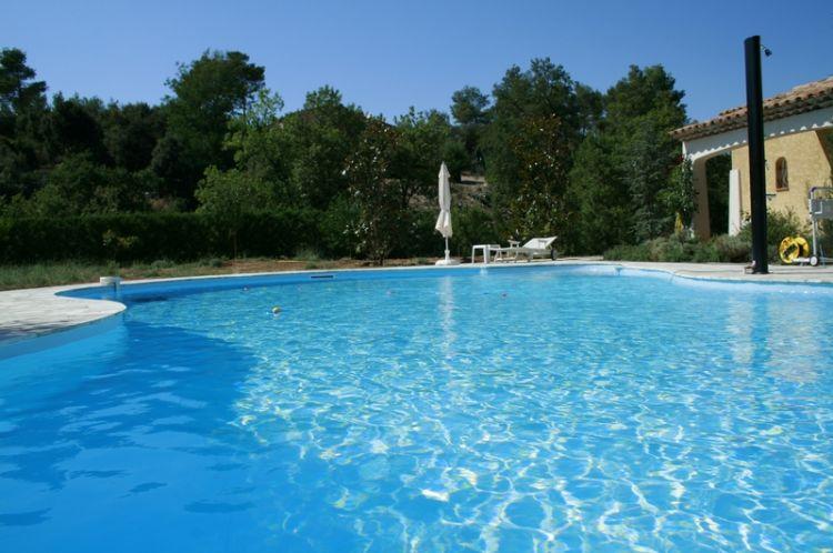 R novation liner bassin de nage contre courant aubagne for Piscine haut de gamme